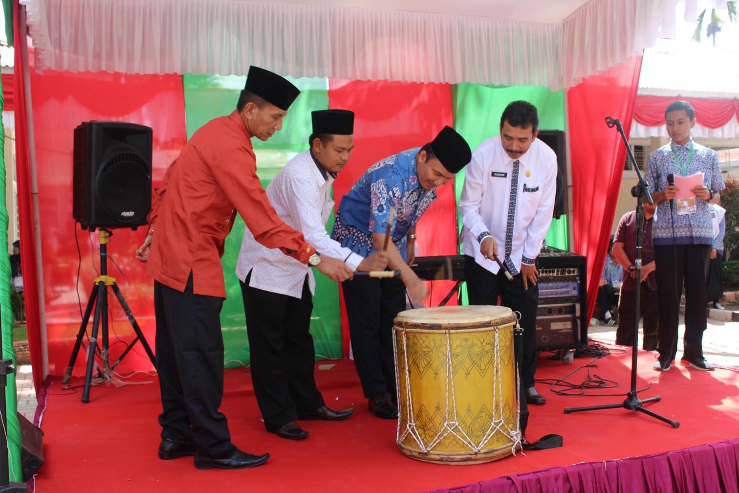 SMAN 1 Ampek Angkek adakan Lomba English Competetion dan Pra Oliempiade tingkat Se Sumatera Barat