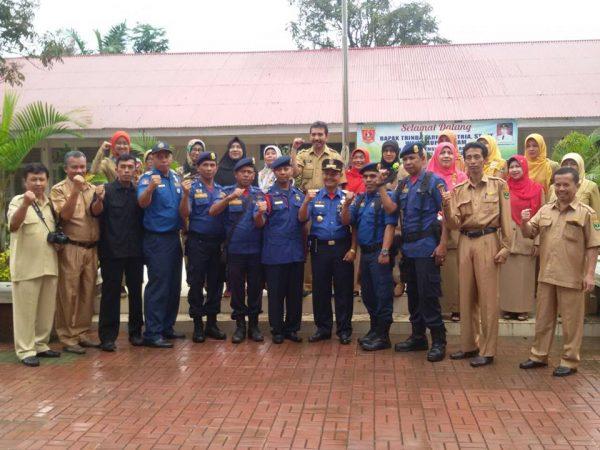 Kabid  Pemadam Kebakaran Kabupaten Agam menjadi Pembina Upacara di SMAN 1 Ampek Angkek