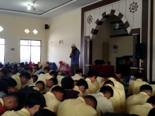 SMAN 1 Ampek Angkek Memperingati Isra Mi'raj Nabi Muhammad SAW 1438 Hijriah
