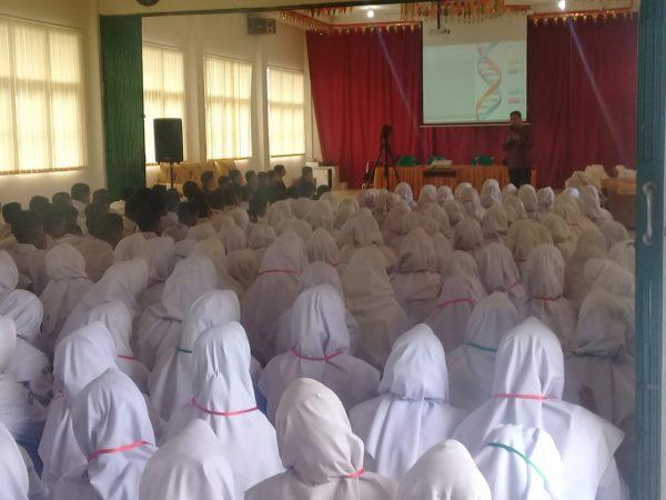 Camat Ampek Angkek Memberikan Motivasi Kepada siswa kelas X TP. 2019/2020