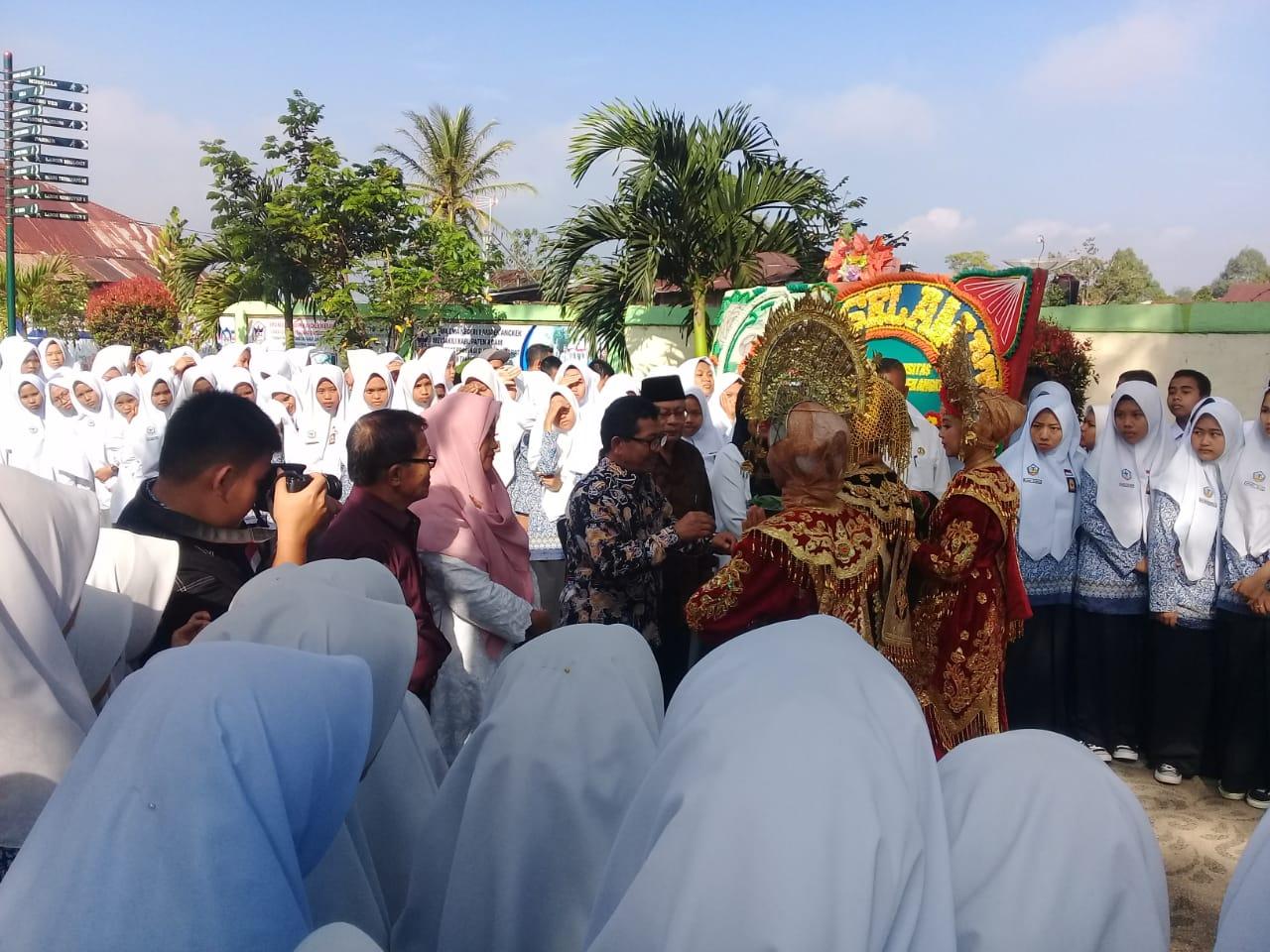 Badan Akreditasi Nasional SMA/ MA melakukan visitasi di SMAN 1 Ampek Angkek