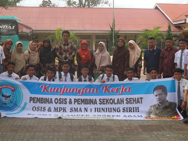 SMAN 1 Junjuang Siriah Kabupaten Solok Studi Banding Sekolah sehat ke SMAN 1 Ampek Angkek