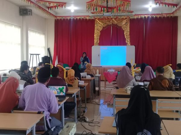 Dinas Pendidikan Propinsi Sumatera Barat Mengadakan Sosialisasi Multimedia di SMAN 1 Ampek Angkek
