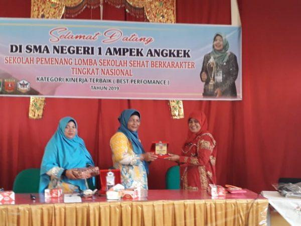 SMAN 2 Koto XI Tarusan Kabupaten Pesisir Selatan studi banding dibidang sekolah sehat ke SMAN 1 Ampek Angkek