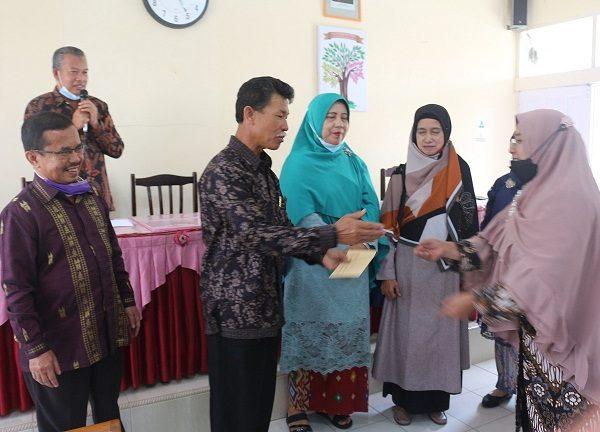SMAN 1 Ampek Angkek Mengadakan Perpisahan dengan Guru dan Tenaga Administrasi yang sudah Purna tugas