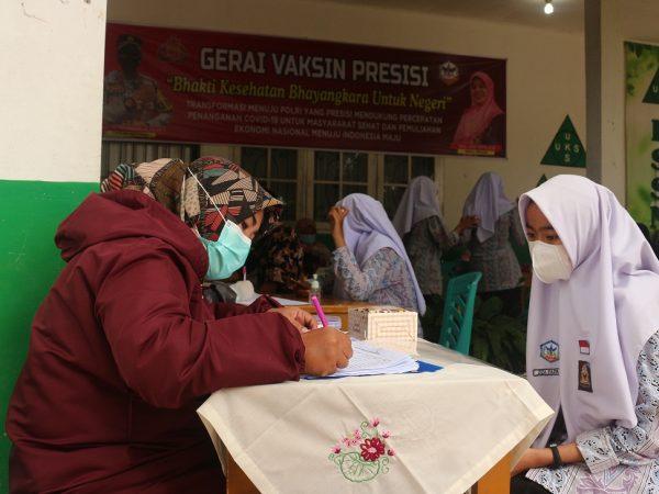 Kegiatan Vaksinasi di SMAN 1 Ampek Angkek