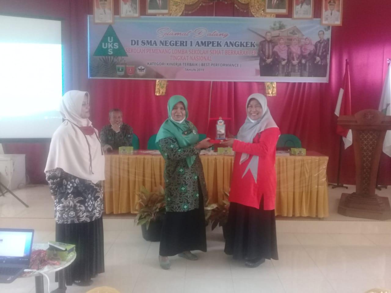 SMAN 1 Ulakan Tapakis Kabupaten Pariaman lakukan Studi Tiru ke SMAN 1 Ampek Angkek