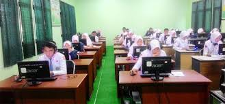 Ujian Pra-UNBK kelas XII dengan menggunakan CBT (Komputer) pada tanggal 12 s/d 17 Nov 2018
