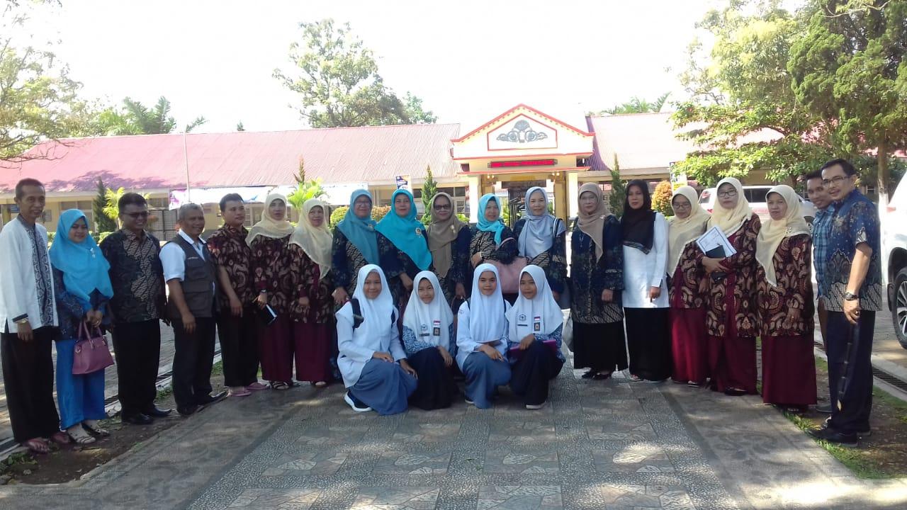 SMAN 1 Enam Lingkung Studi Banding ke SMAN 1 Ampek Angkek