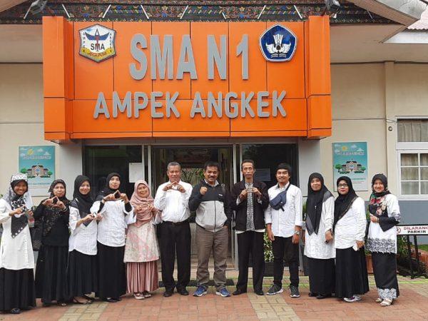 SMAN 9 Sijunjung Studi Banding Ke SMAN 1 Ampek Angkek dalam Bidang Sekolah Sehat